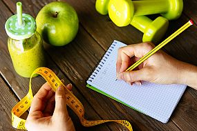 Logging weight loss milestones in a diary